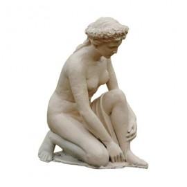 Statue de femme en fonte