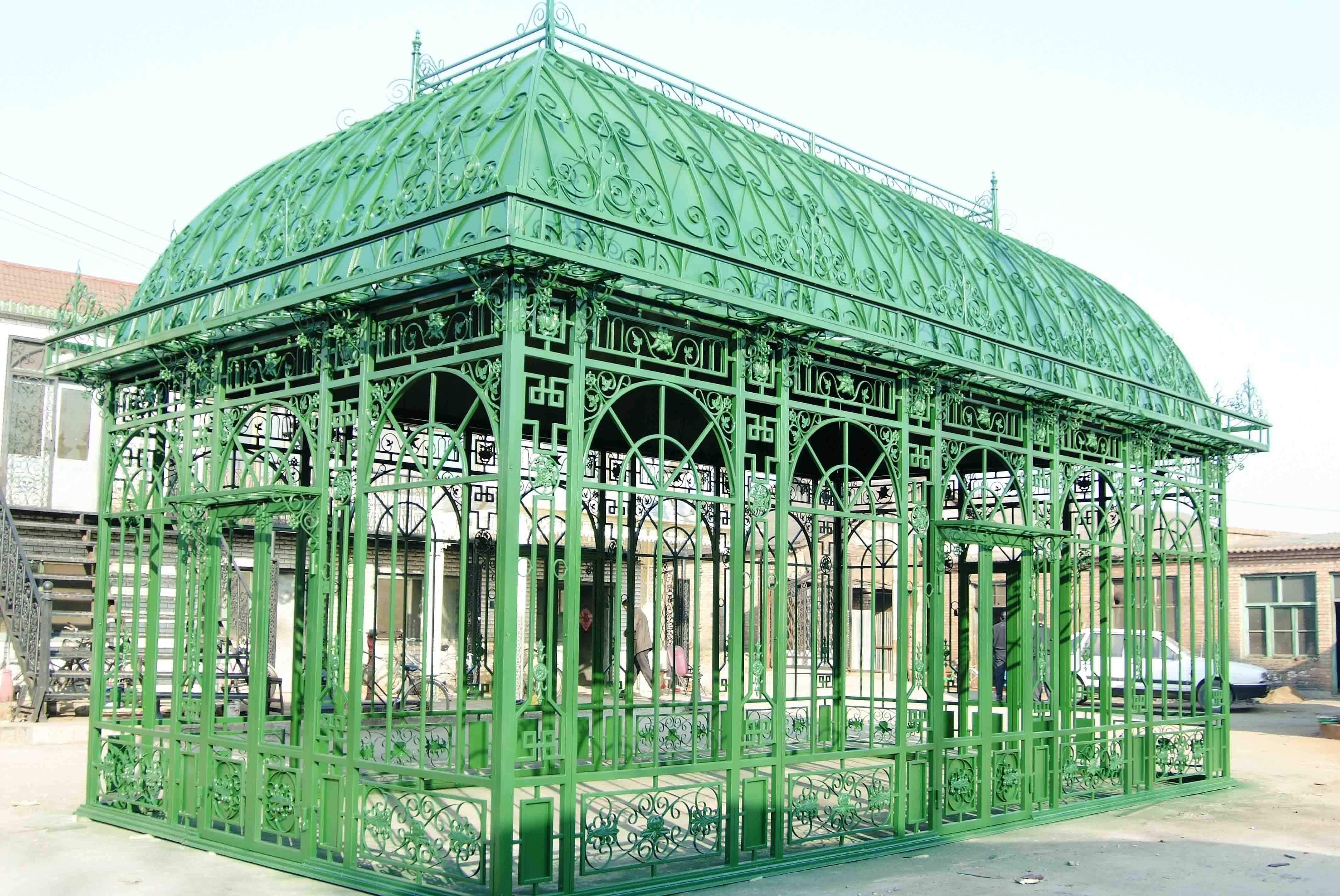 Serre de réception en fer forgé - Les Jardins de Valcrisse